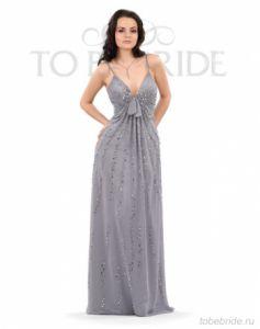 Длинное вечернее платье прямого полуприлегающего силуэта на тонких...