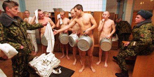 A soldier of the Eastern District will wash in the shower