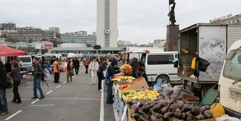 Citywide fairs in the central square of Vladivostok resumed
