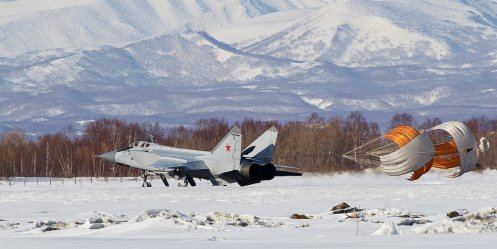 Fighters of the Eastern Military District train in the stratosphere