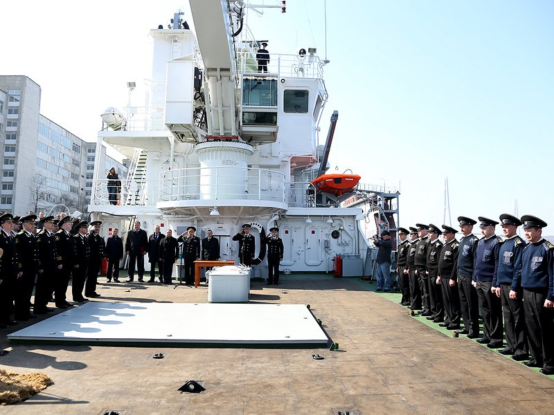 Igor Pushkarev wished good luck crew of a new survey vessel