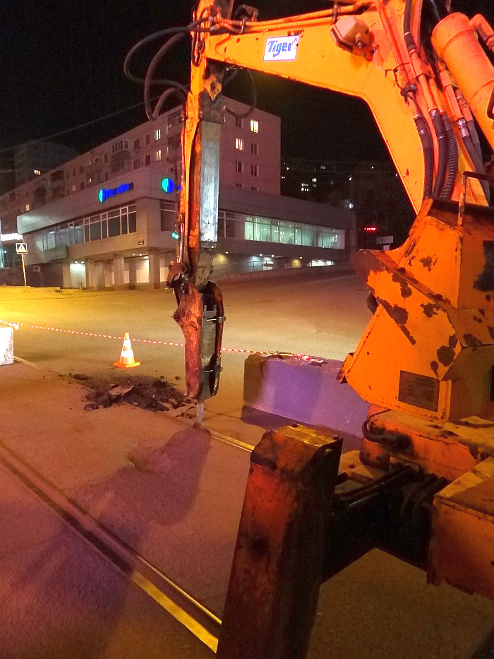On the street. Svetlanskaya Vladivostok began dismantling tram rails