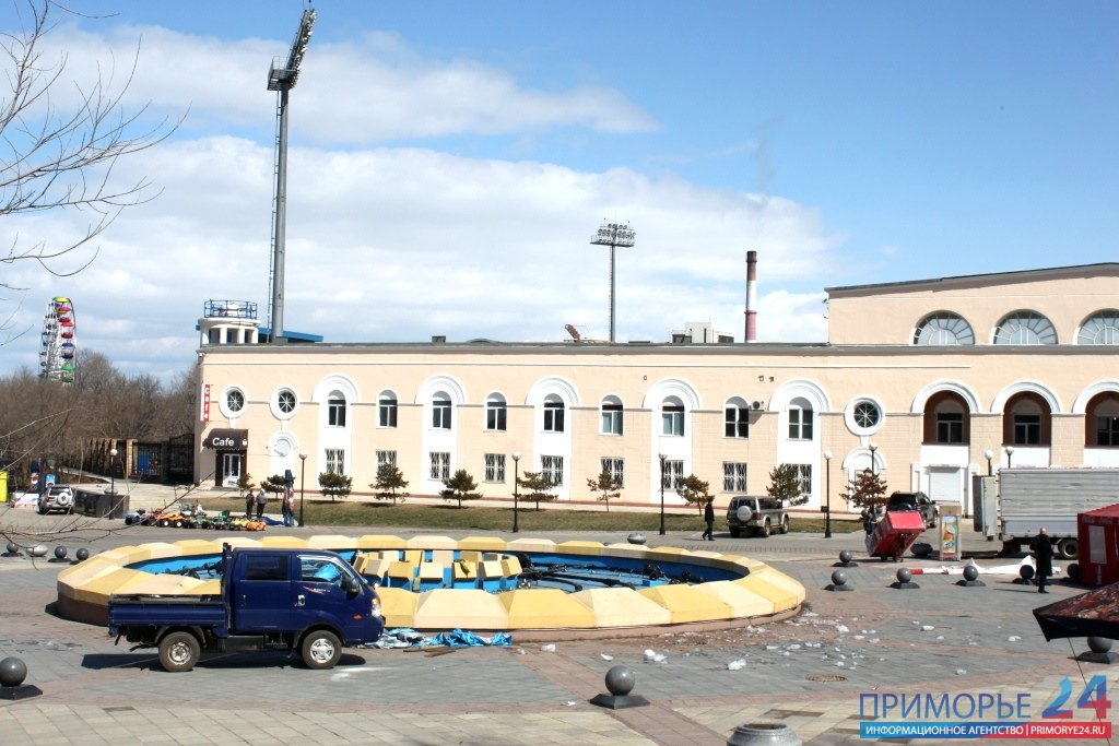 Singing Fountain in Sports waterfront Vladivostok began to prepare for the summer season