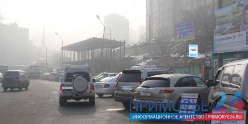 "Vladivostok motorists continue to park at the stop ""third working\"""
