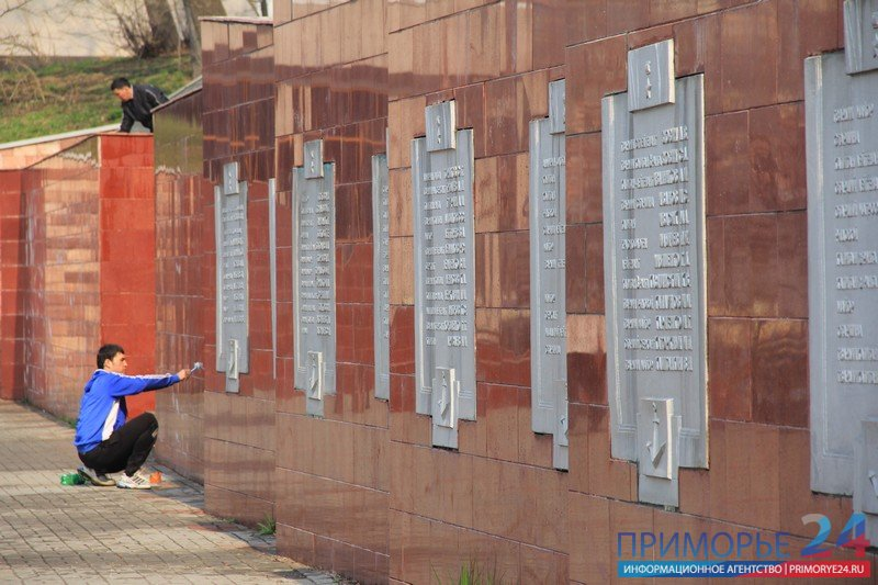 For the Victory Day military monuments Vladivostok sparkle like new