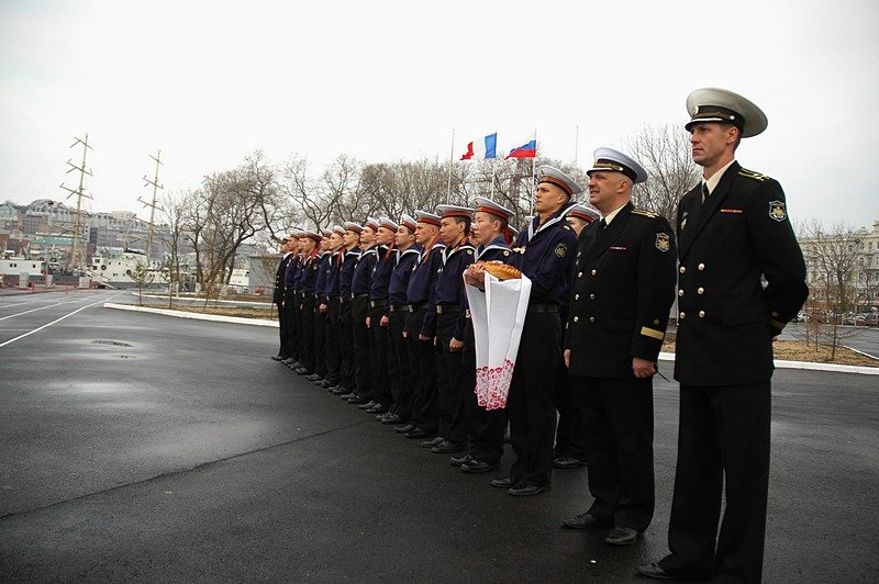 French sailors in Vladivostok welcomed with bread and salt