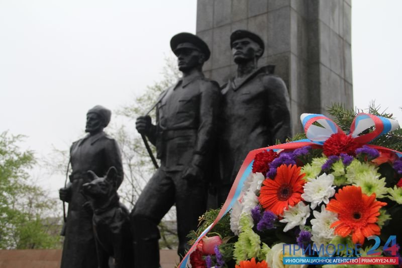 In the holiday veterans frontier in Vladivostok were not ashamed of tears