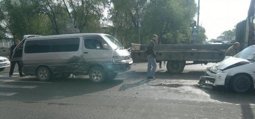 In Vladivostok, the driver of the jeep crashed into a billboard