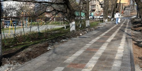 "Sidewalks in the center of Vladivostok ""dressed\"" in paving"