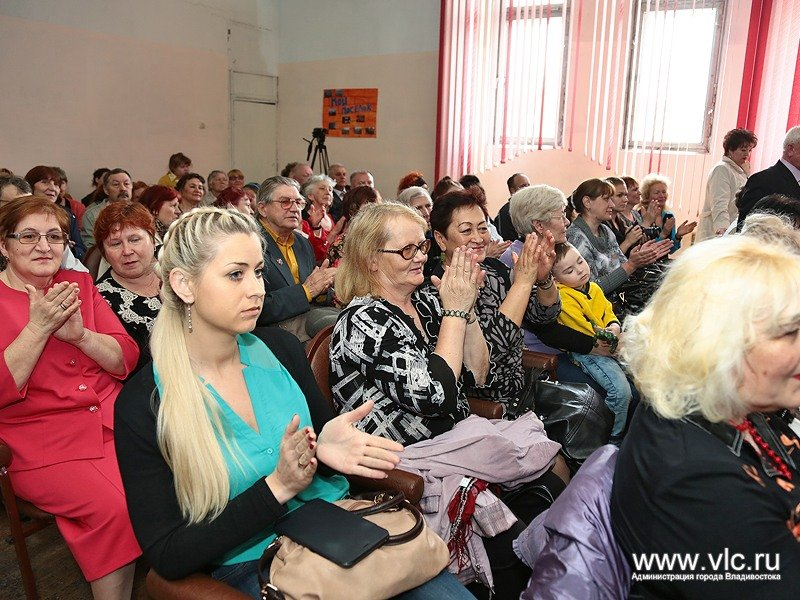 The inhabitants of the village on the anniversary of the Labour congratulated Mayor Igor Pushkarev