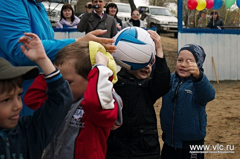 The kids of the Soviet district of Vladivostok took part in the city starts cheerful