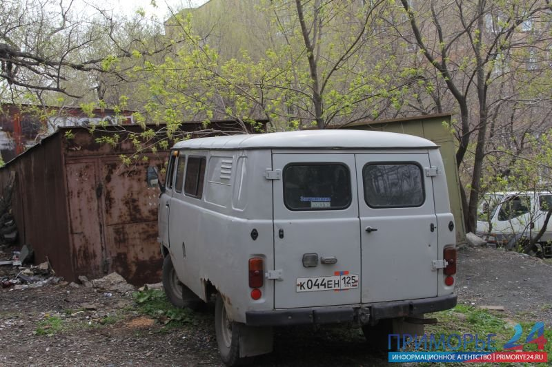 Yard on Russian cleared of illegal garages after the intervention of the head of Vladivostok